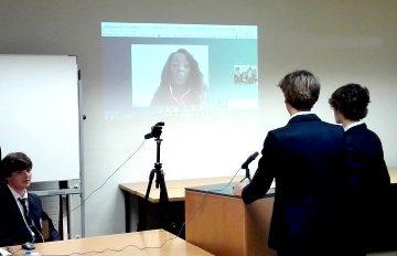 Gaztelueta: alumnos de Bachillerato negocian con inversores extranjeros