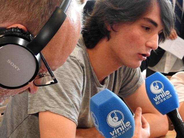 Alumnos de Gaztelueta entrevistados en Radio Vinilo