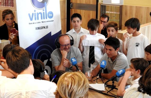 Alumnos de Gaztelueta entrevistas Radio Vinilo FM
